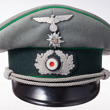 A rare 3rd Reich Wehrmacht officer's visor cap of the Gebirgsjäger (Mountain Troops)