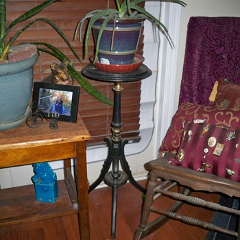 Swivel top plant stand