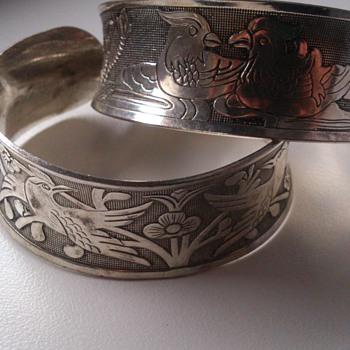 2 Chinese bracelets - Asian