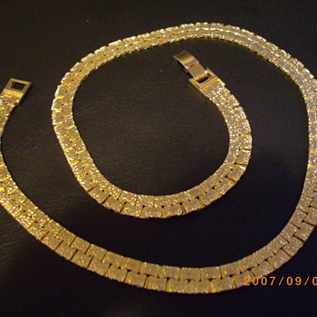 Gold Tone Reversable Necklace - Costume Jewelry
