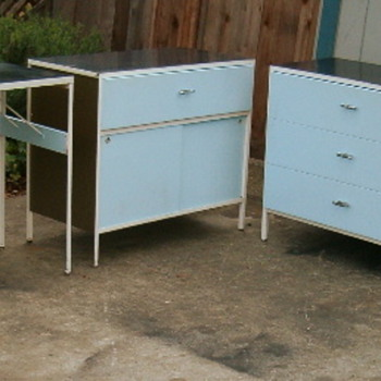 Santa Cruz Picker Finds several Complete George Nelson / Herman Miller Steel-Frame Bedroom Sets