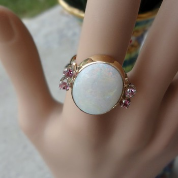 Beautiful opal and pink saphire ring!! HUGE!! 10k