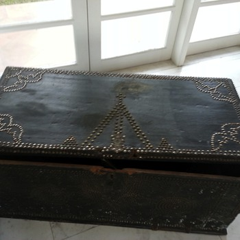 Antique wooden trunk with brass and silver studs - Furniture