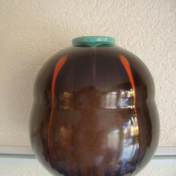 leen muller vase gouda holland 2os - Art Pottery