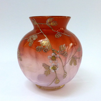 Pink ribbed vase