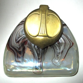 PK/ELIZABETHUTTE OXBLOOD OPALESCENT INKWELL - Art Glass