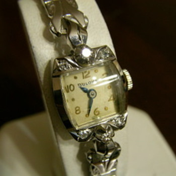 Antique womens watch 14k gold & diamond BULOVA 23 jewels