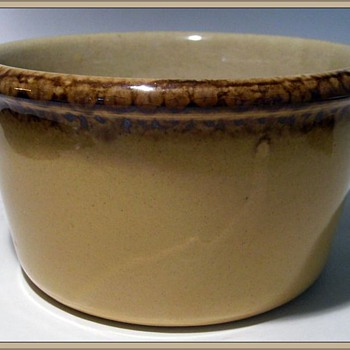 MEDALTA Pottery ( Canadian ) - Pottery