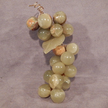 2.8 LBS OF JADE GRAPES ON VINE WITH LEAF VERY BEAUTIFUL ! - Fine Jewelry