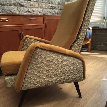 Black enameled metal frame lounge chair?