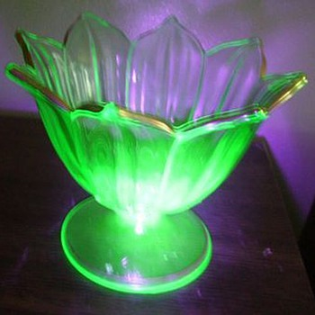 WESTMORELAND GLASS COMPANY - Uranium - Art Glass