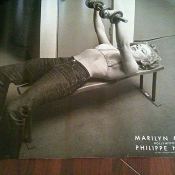 Marilyn Monroe pumping Iron - Posters and Prints