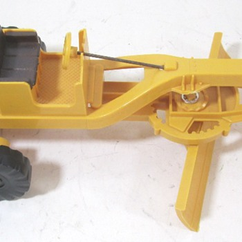Caterpillar Grader, Pan Scraper & Bottom Dump