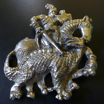 Game of Thrones Brooch!! - Costume Jewelry