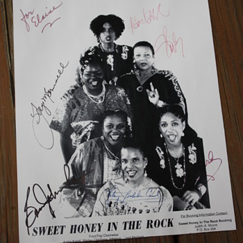 Sweet Honey in the Rock autographed photo - Music