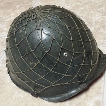 Iraqi steel helmet from Desert Storm - Military and Wartime