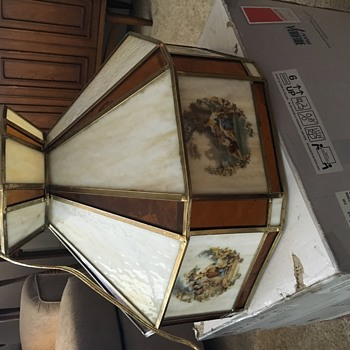 Unusual Find Tiffany Style hanging lamp