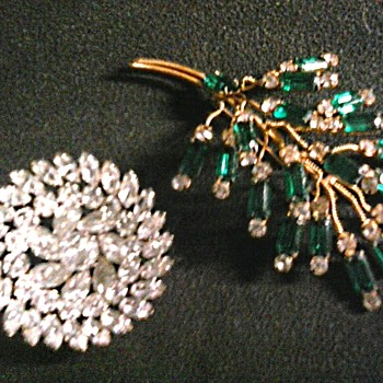 """Kramer of New York"" Rhinestone Basket Brooch - Unknown Emerald Rhinestone Wire Spray /Circa 1950-60"