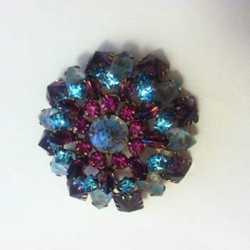 Signed Schreiner New York Dome Brooch - Costume Jewelry