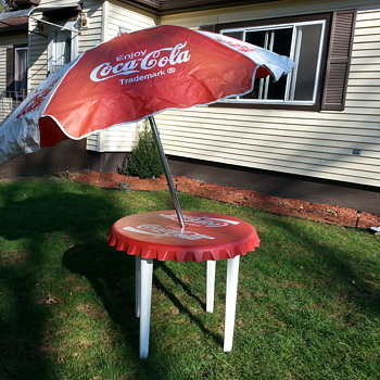 vintage Coca Cola  table bottle cap with umbrella - Coca-Cola