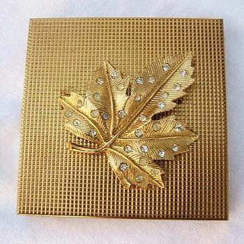 Volupte Compact, Raised Leaf With Rhinestones, Never Used, 1955 - Costume Jewelry