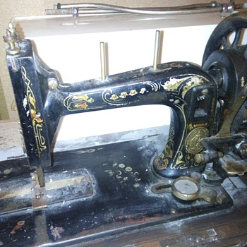 Unknown shuttle sewing machine - Sewing