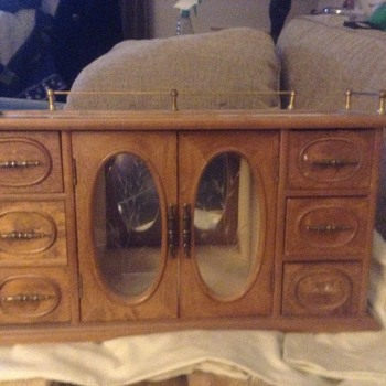 Unknown jewelry box