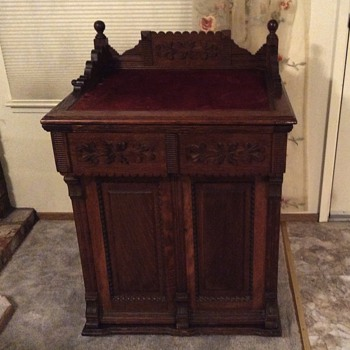 Newhome 1898 parlor treadle sewing machine cabinet