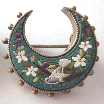 End 19th century Micro mosaic (Italian marked) Micro Mosaic Brooch with flowers and Dove - Fine Jewelry