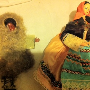"Does anybody know about these 20th century looking, ""ethnic"" dolls? - Dolls"