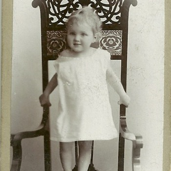 Art nouveau chair with child - Photographs