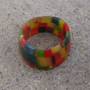 Modern bits of bakelite band ring - Costume Jewelry