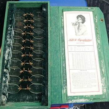 Original cased Fits-U Eyeglassess set  - Accessories
