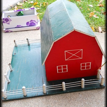 Old Folk Art BARN - Toy - Toys