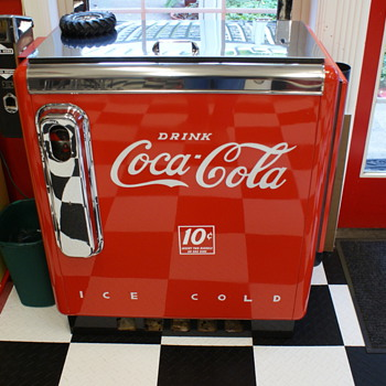 """Ideal"" 55 slider Coke Machine - Coca-Cola"