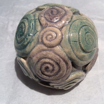 Paperweight ? - Art Pottery