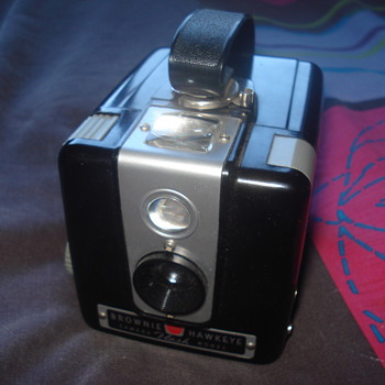 Brownie Hawkeye Flash Model Camera - Cameras