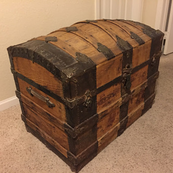 "Round-top ""Saratoga"" trunk, circa 1885"