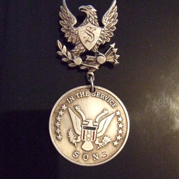 WW2 Sterling Son(s) in Service pinback Identified - Military and Wartime