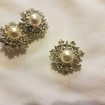 Vintage '68 Sarah Coventry ULTIMA Snowflake Pearl Crystal Clip Earrings & Pin Set