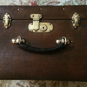 Liprosta Gentlemans' Hat Trunk  - Furniture