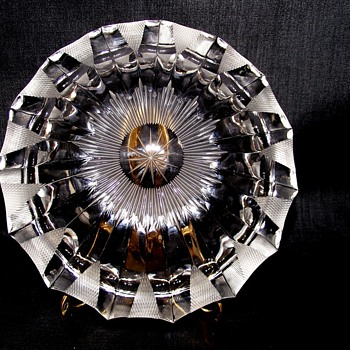 WHEEL CUT CRYSTAL ASHTRY...ERA???? - Tobacciana
