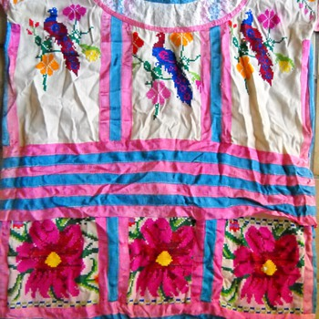 VINTAGE SOUTH AMERICAN HAND MADE  EMBROIDERED DRESS
