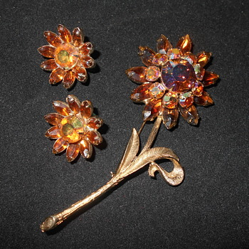 Vintage  pins and earrings - Costume Jewelry