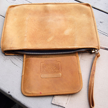 RE-DYE ON LEATHER COACH PURSE
