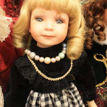 Doll who stole a pearl necklace - Dolls