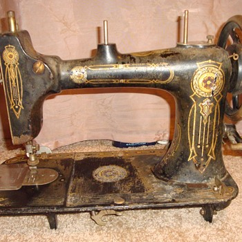 Please help me identify this sewing machine!! - Sewing