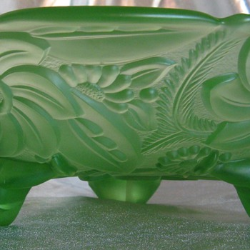 Jolly Green Uranium/Vaseline Figural & Flower Bowl  - Glassware