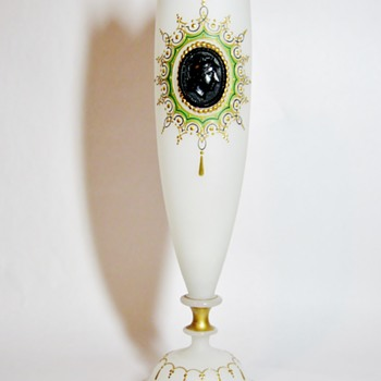 "JOSEPHINEHUTTE ""SATIN WITH CAMEO"" - Art Nouveau"