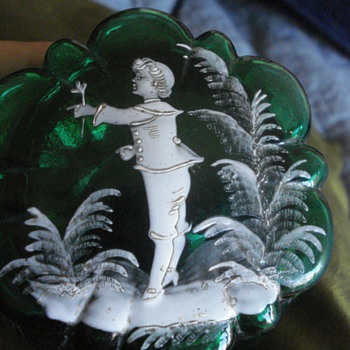 Victorian emeral glass box with enamel in the Mary Gregory style